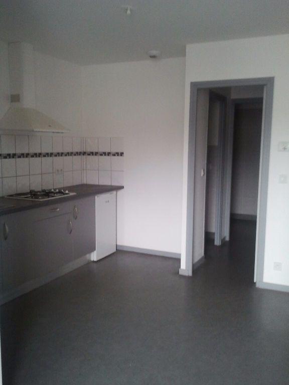 Appartement à louer 2 39.37m2 à Jussac vignette-1