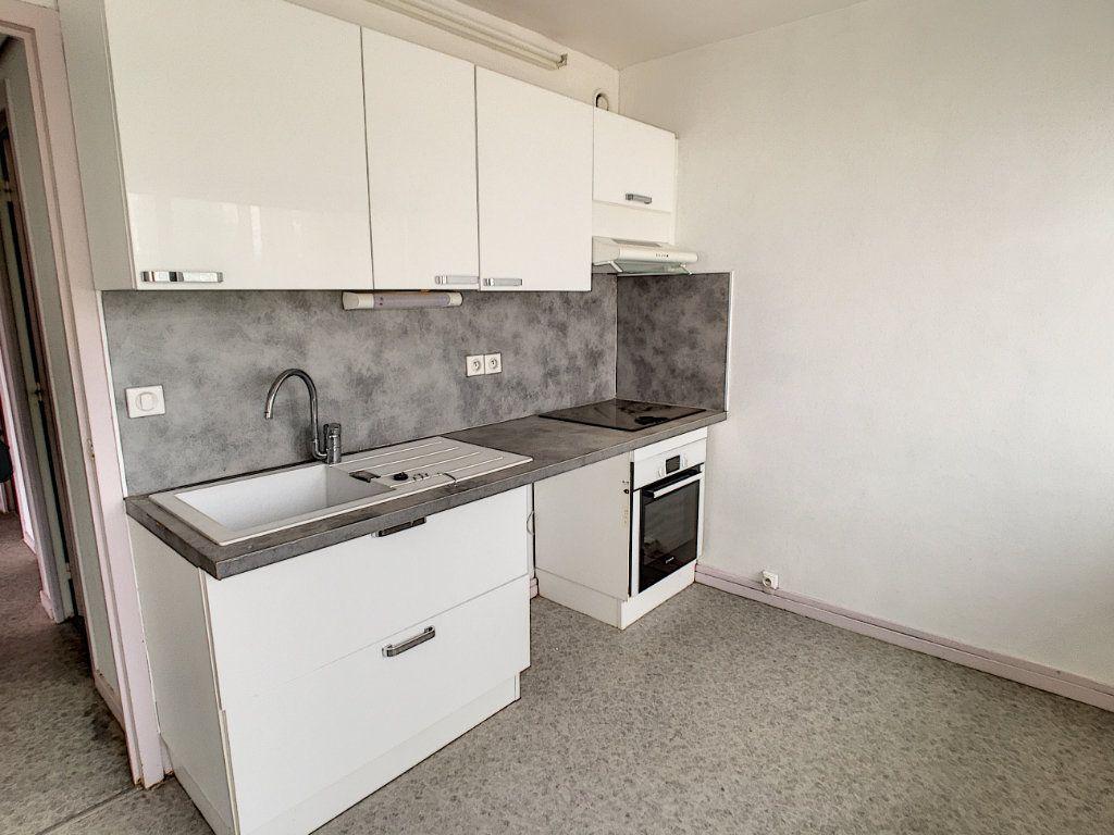 Appartement à louer 4 73.48m2 à Aurillac vignette-1