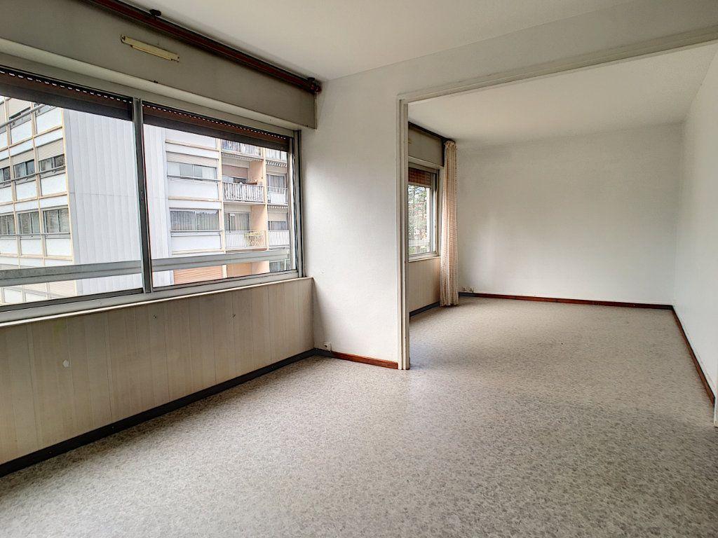 Appartement à louer 4 73.48m2 à Aurillac vignette-2