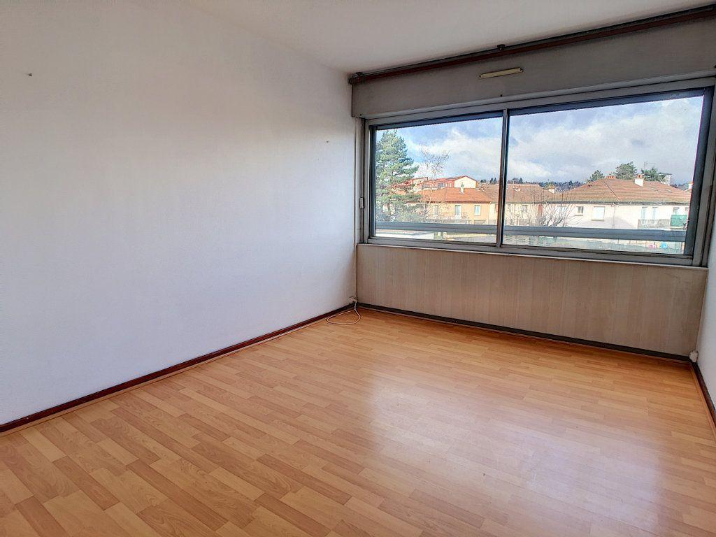 Appartement à louer 4 73.48m2 à Aurillac vignette-4
