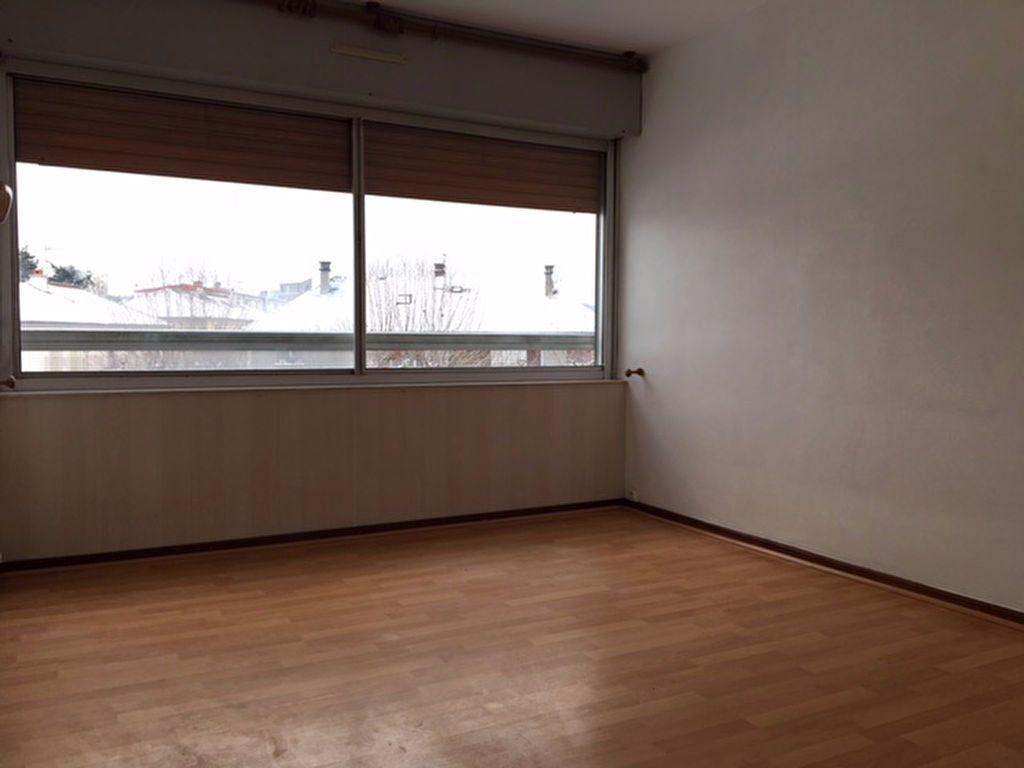 Appartement à louer 4 73.48m2 à Aurillac vignette-5