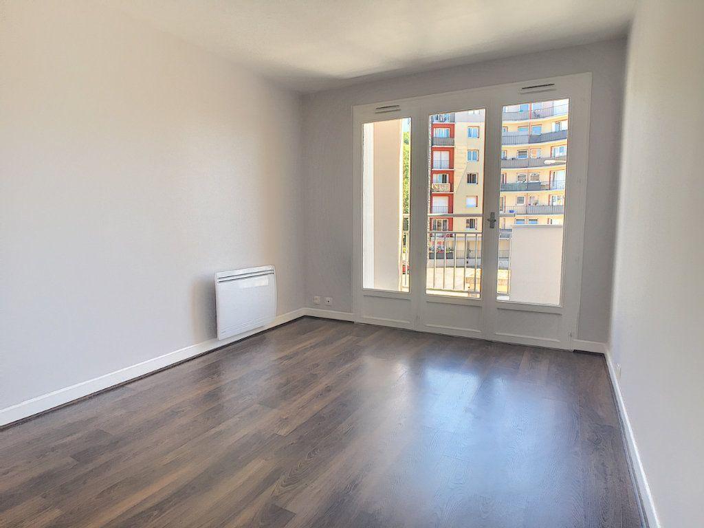 Appartement à louer 1 24.95m2 à Aurillac vignette-2