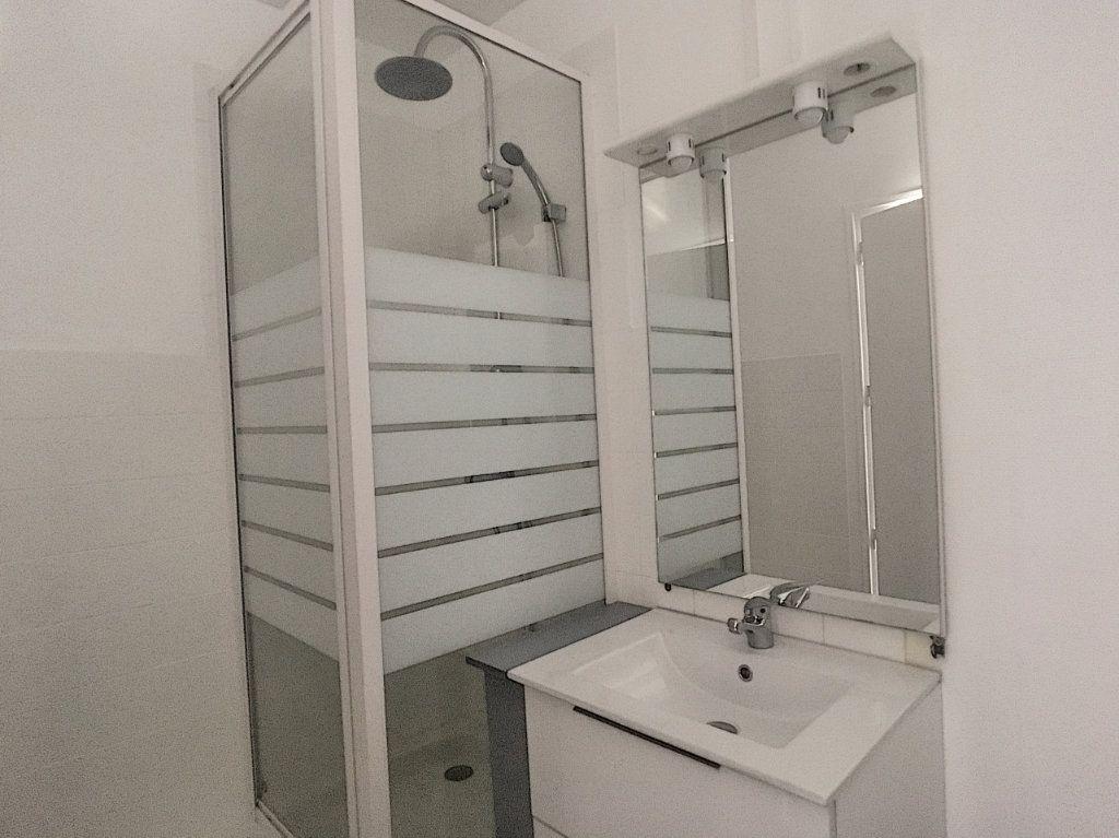 Appartement à louer 1 24.95m2 à Aurillac vignette-3