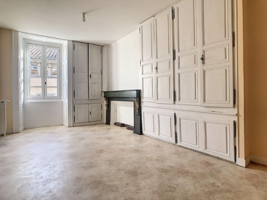 Appartement à louer 2 62m2 à Aurillac vignette-1
