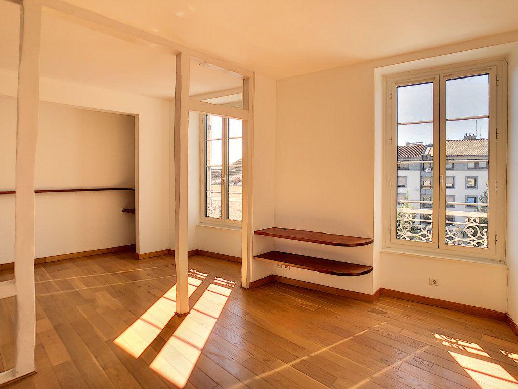 Appartement à louer 3 71.04m2 à Aurillac vignette-2