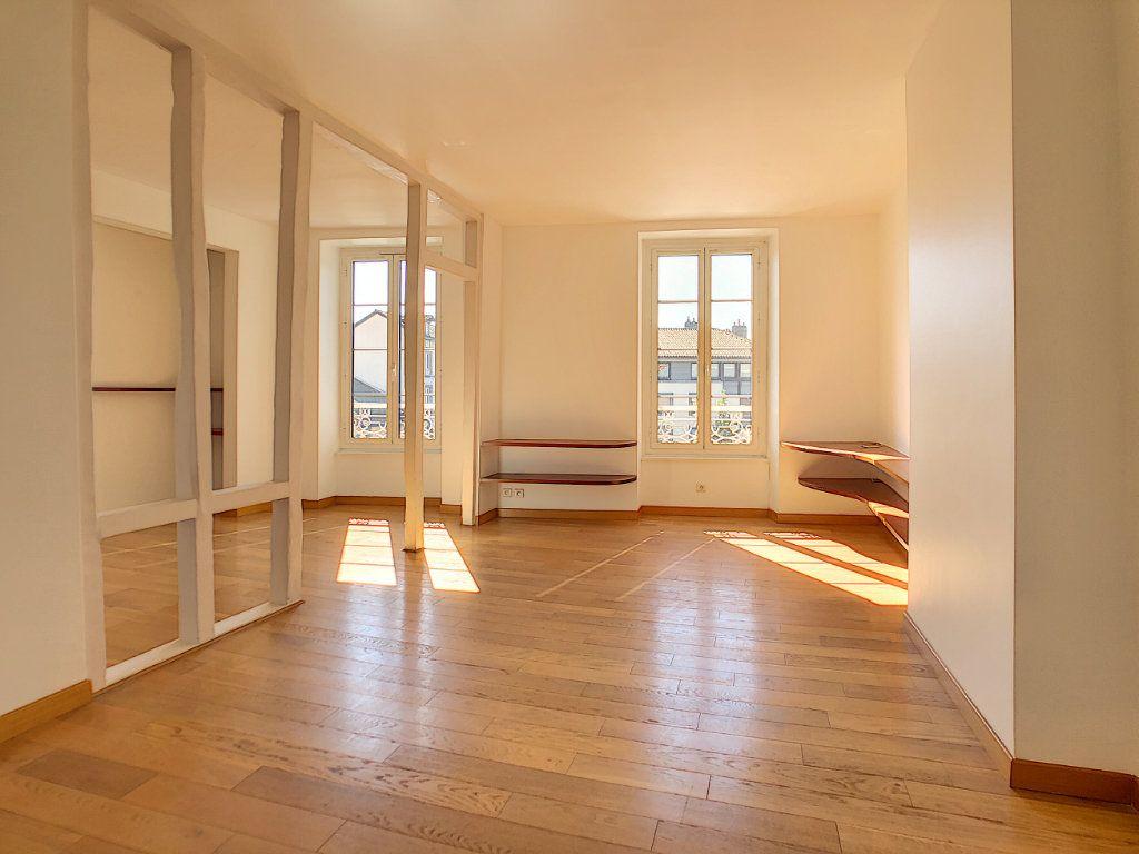 Appartement à louer 3 71.04m2 à Aurillac vignette-3