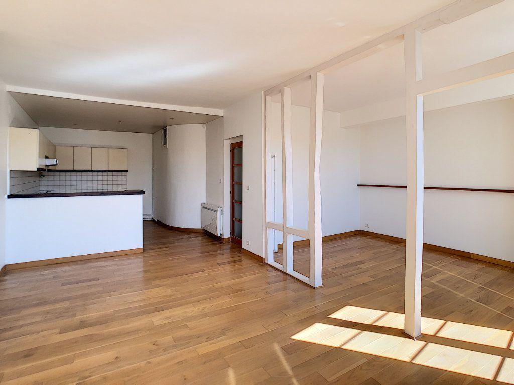 Appartement à louer 3 71.04m2 à Aurillac vignette-4