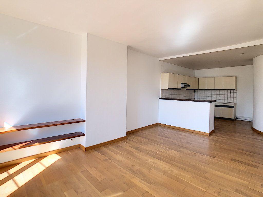 Appartement à louer 3 71.04m2 à Aurillac vignette-5