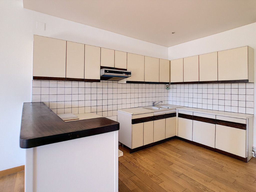 Appartement à louer 3 71.04m2 à Aurillac vignette-6