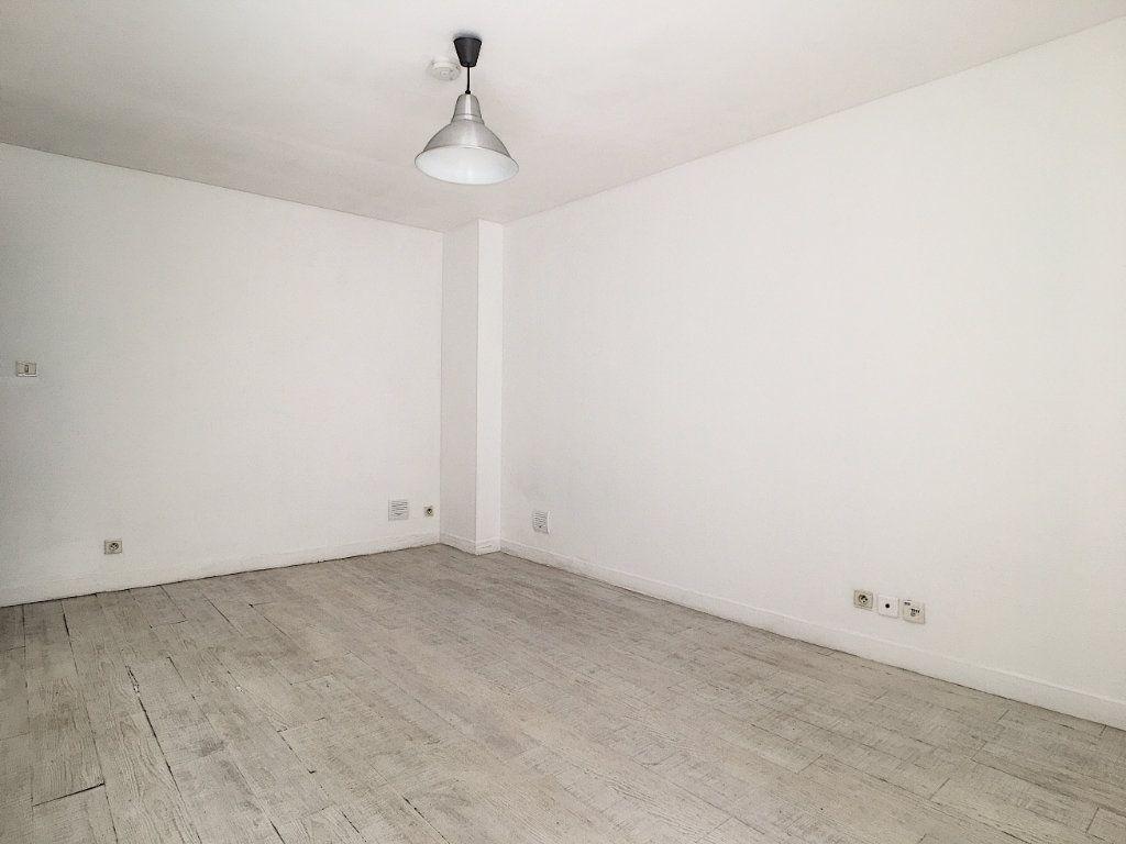 Appartement à louer 1 23.03m2 à Aurillac vignette-2