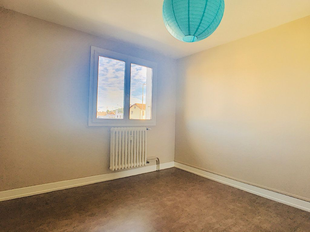 Appartement à louer 3 65.5m2 à Aurillac vignette-5
