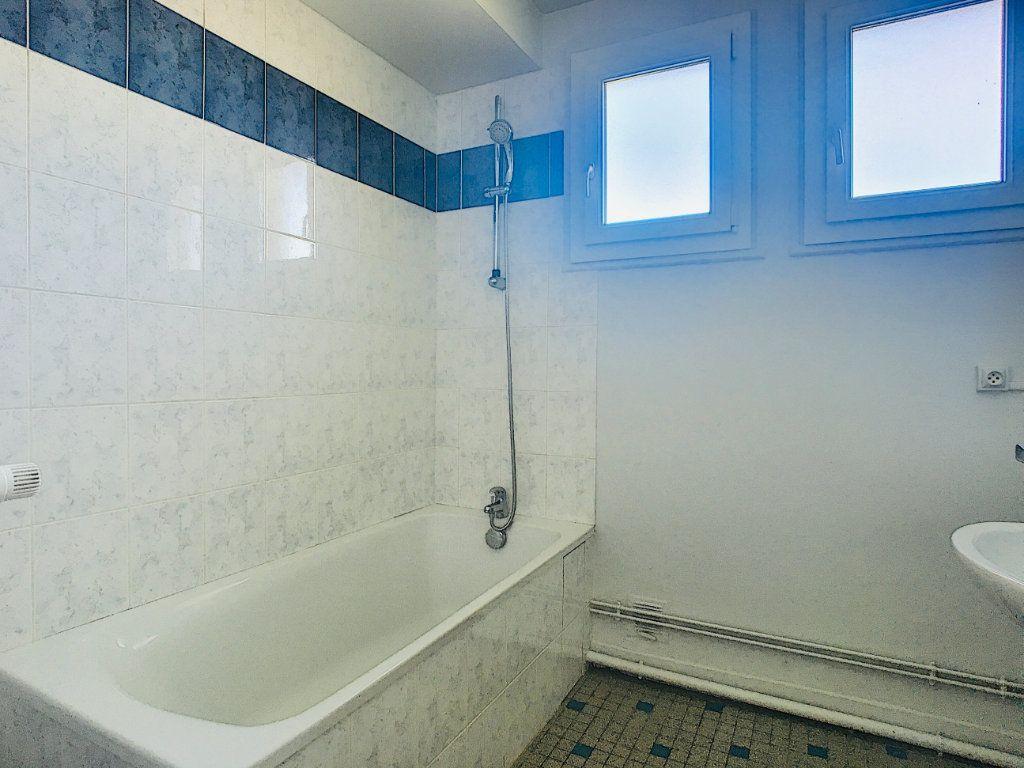 Appartement à louer 3 65.5m2 à Aurillac vignette-6