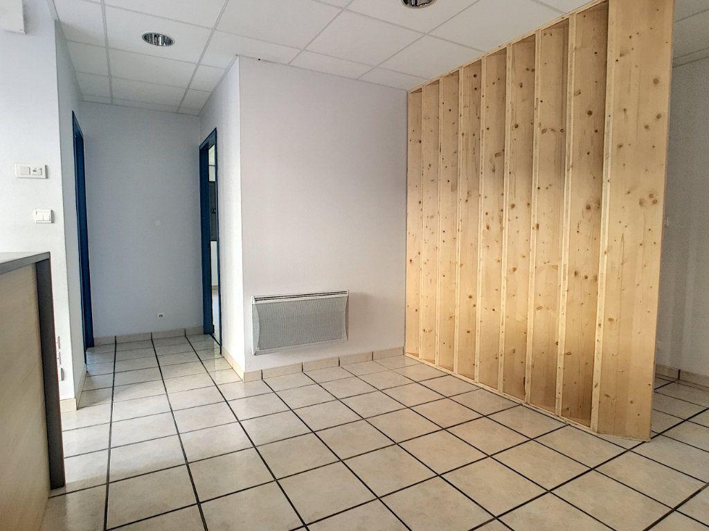 Appartement à louer 2 62.19m2 à Aurillac vignette-2