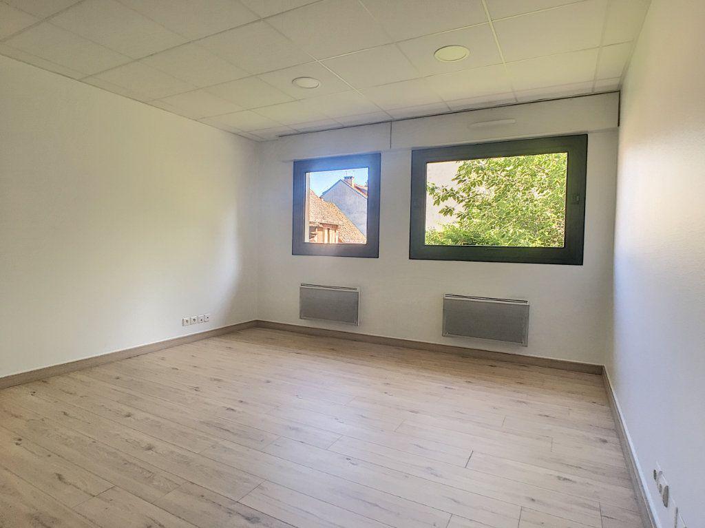 Appartement à louer 2 62.19m2 à Aurillac vignette-3