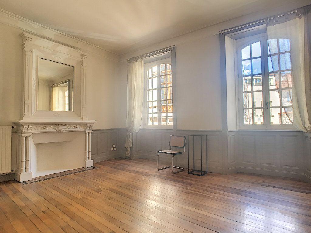 Appartement à louer 1 37.13m2 à Aurillac vignette-1