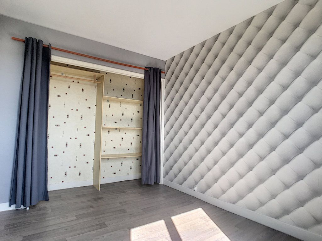 Appartement à louer 4 71.82m2 à Aurillac vignette-3