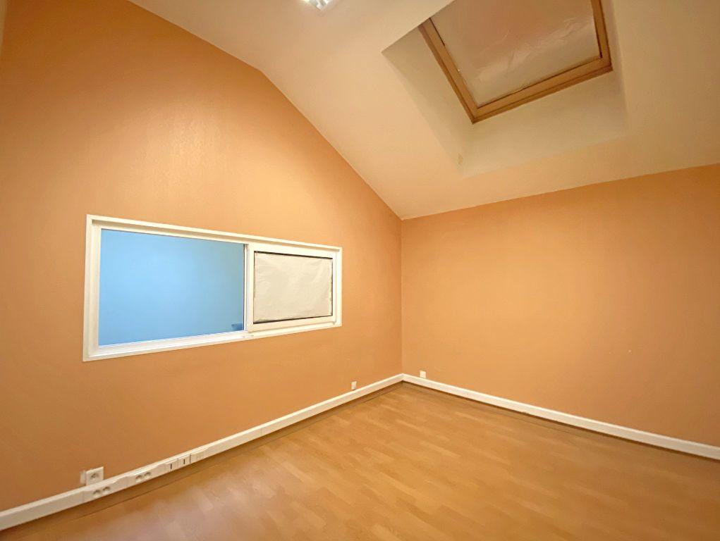 Maison à vendre 10 500m2 à Aurillac vignette-9