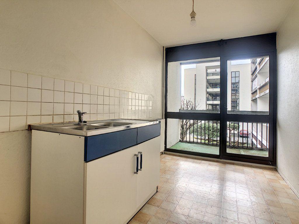 Appartement à louer 2 49.29m2 à Aurillac vignette-2
