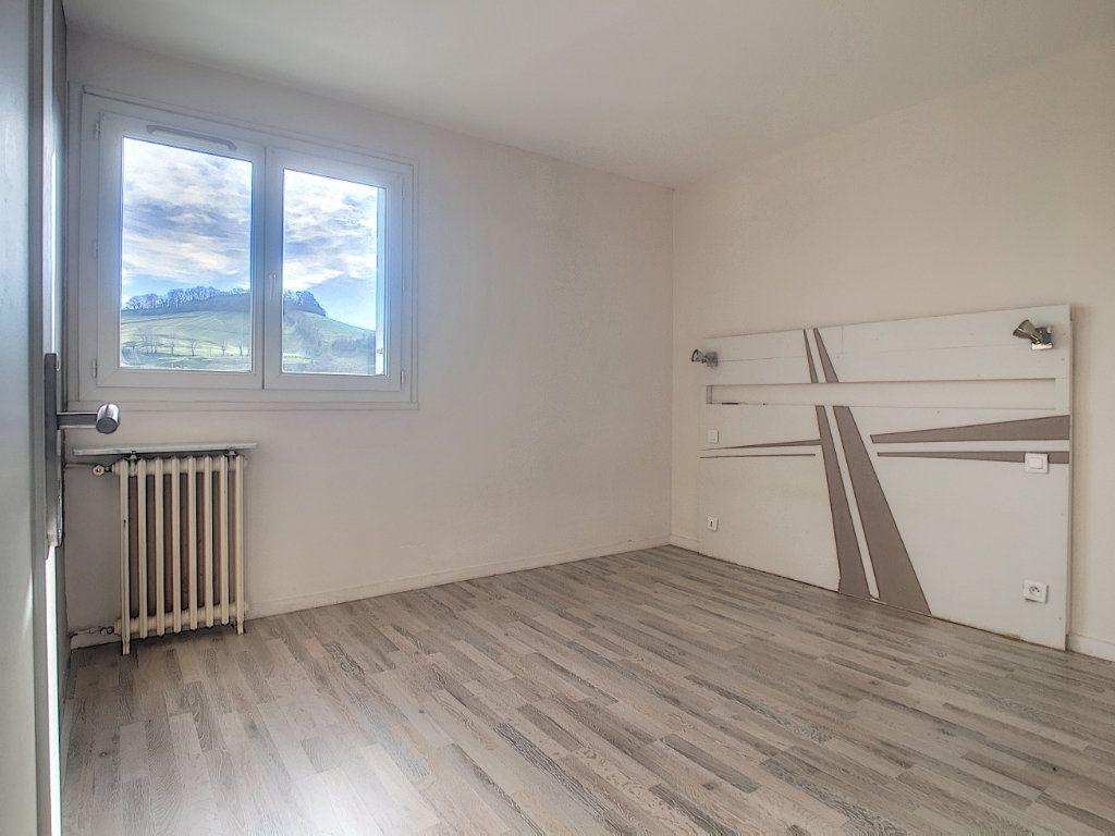 Appartement à vendre 4 69m2 à Aurillac vignette-4