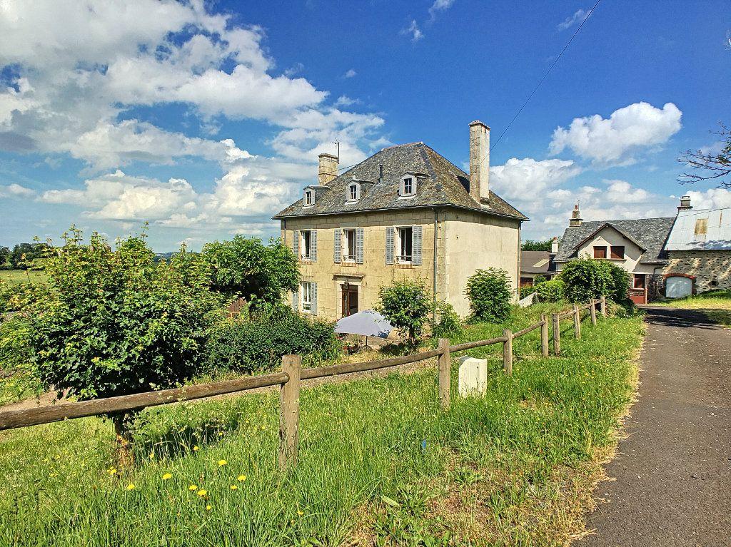 Maison à vendre 7 200m2 à Saint-Bonnet-de-Salers vignette-2