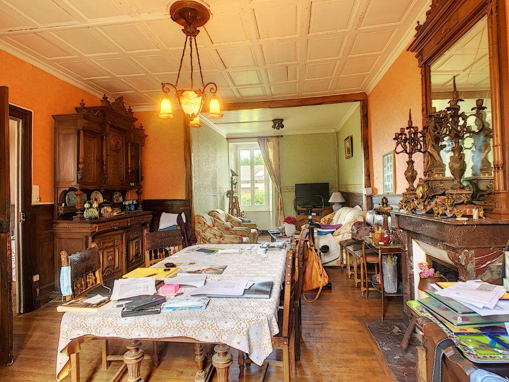Maison à vendre 7 200m2 à Saint-Bonnet-de-Salers vignette-3