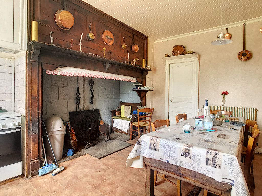 Maison à vendre 7 200m2 à Saint-Bonnet-de-Salers vignette-4