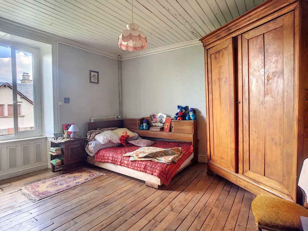 Maison à vendre 7 200m2 à Saint-Bonnet-de-Salers vignette-5