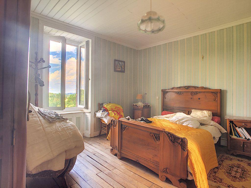 Maison à vendre 7 200m2 à Saint-Bonnet-de-Salers vignette-7