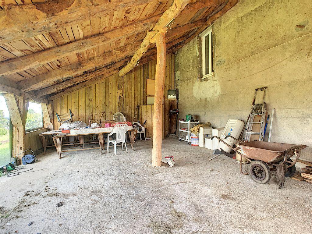 Maison à vendre 7 200m2 à Saint-Bonnet-de-Salers vignette-10