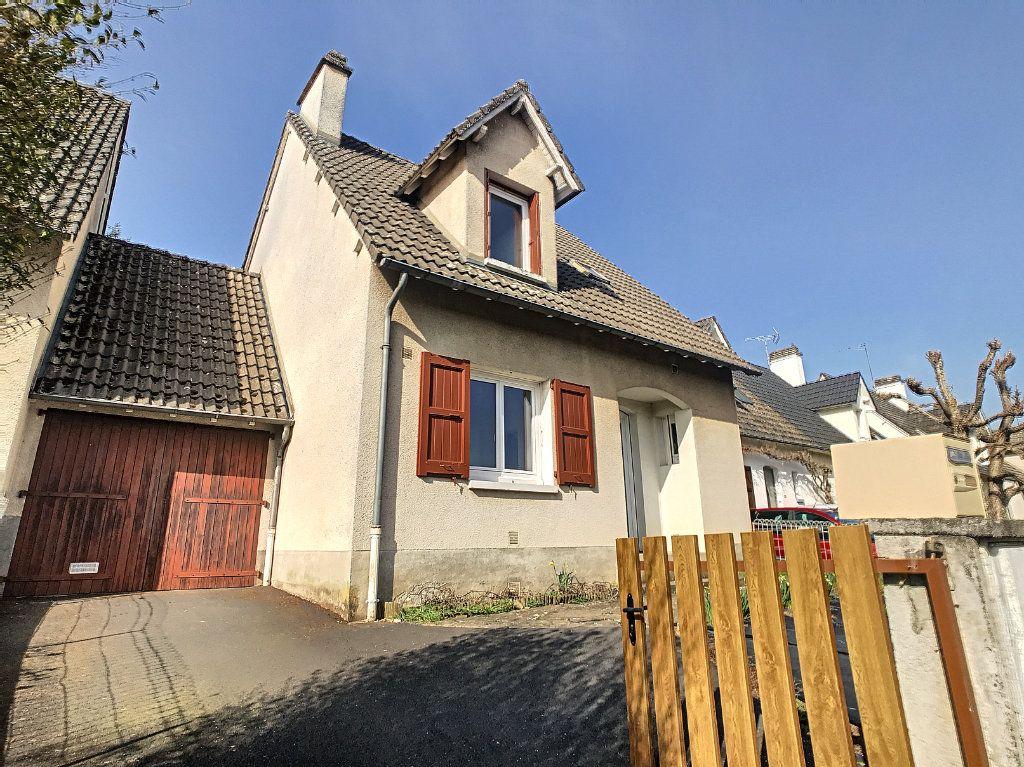 Maison à louer 5 94.89m2 à Aurillac vignette-1