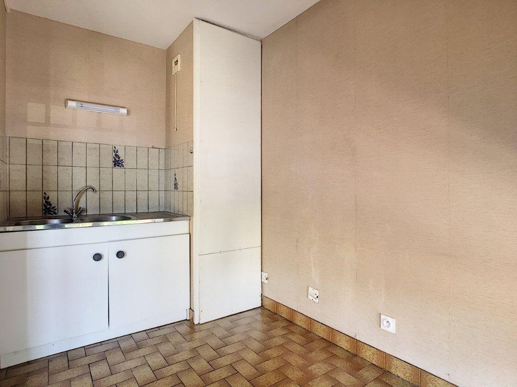 Appartement à louer 1 28.8m2 à Aurillac vignette-2