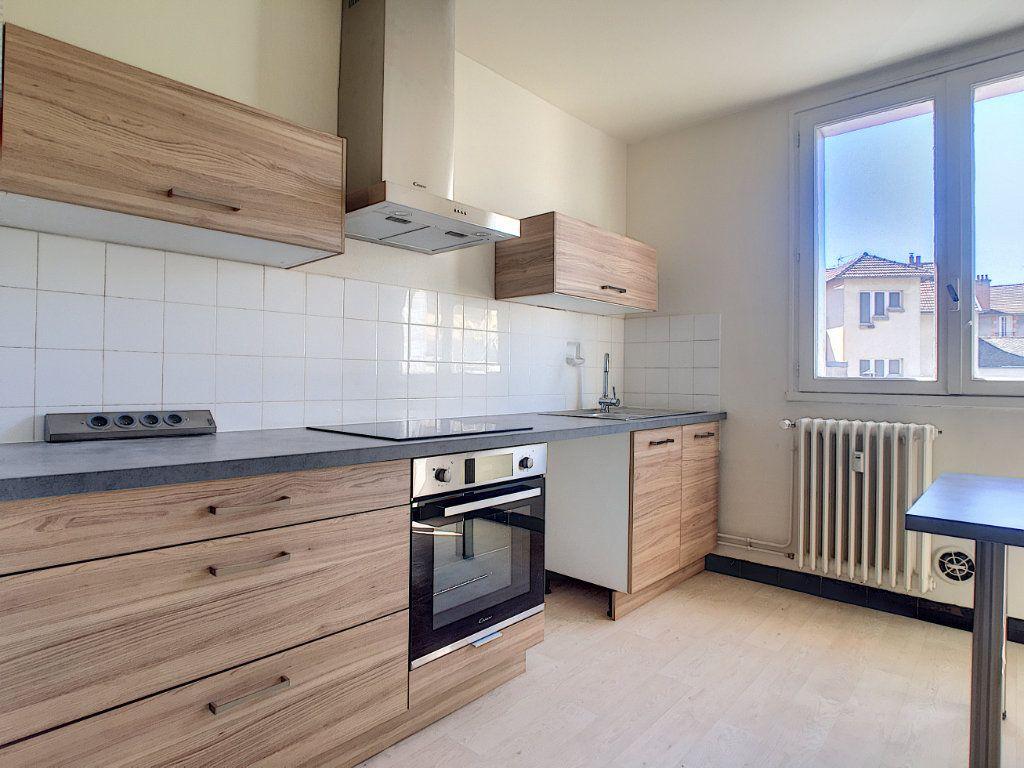 Appartement à louer 3 63.15m2 à Aurillac vignette-1