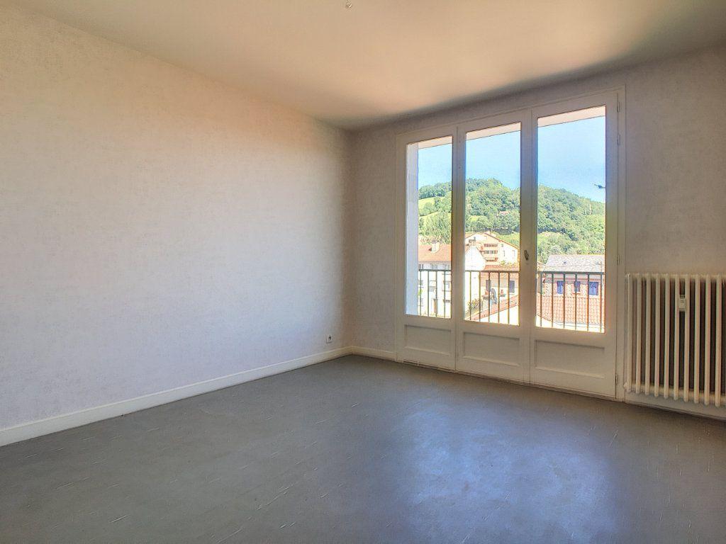 Appartement à louer 3 63.15m2 à Aurillac vignette-2