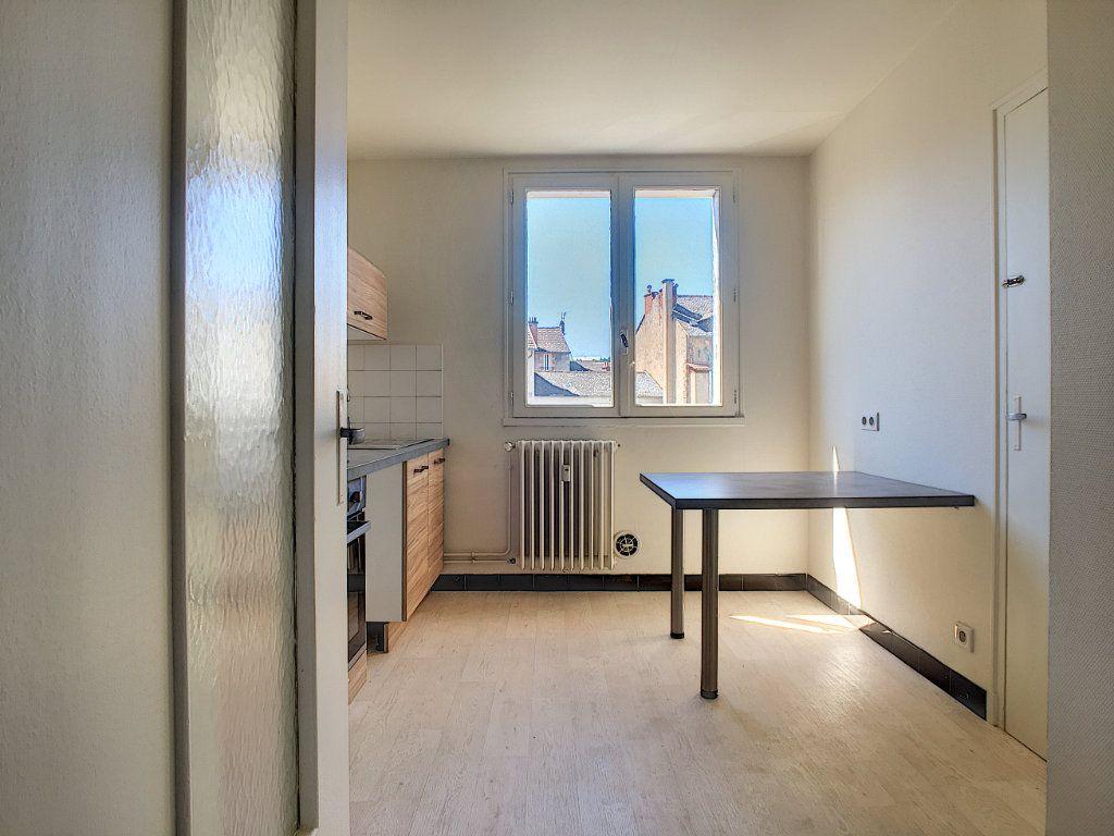 Appartement à louer 3 63.15m2 à Aurillac vignette-3