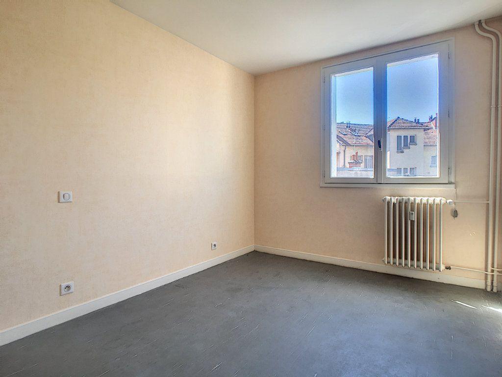 Appartement à louer 3 63.15m2 à Aurillac vignette-4