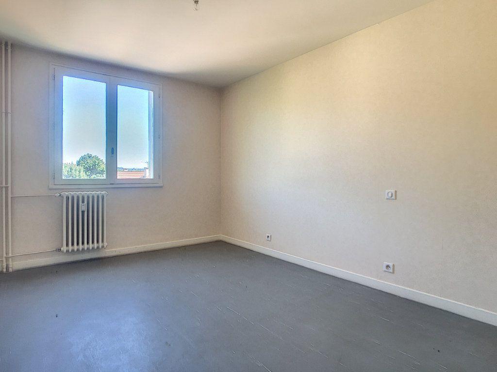 Appartement à louer 3 63.15m2 à Aurillac vignette-5