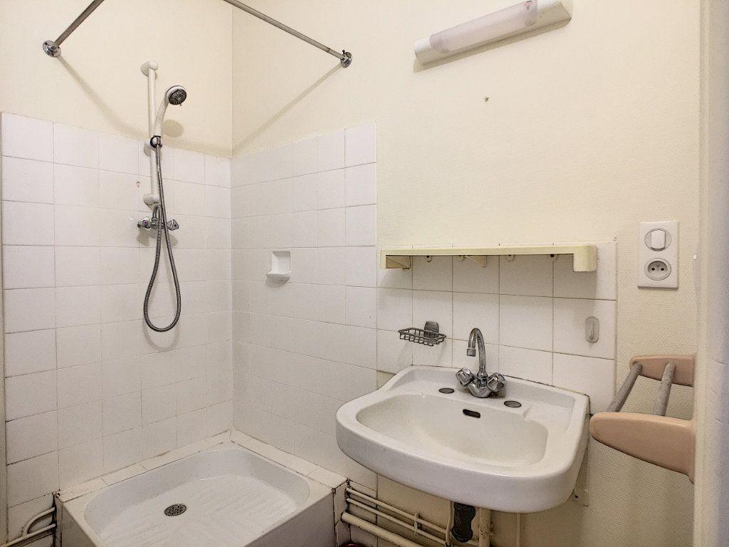 Appartement à louer 3 63.15m2 à Aurillac vignette-6