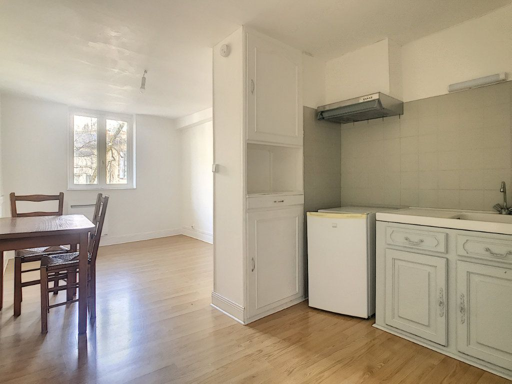 Appartement à louer 1 18.12m2 à Aurillac vignette-1
