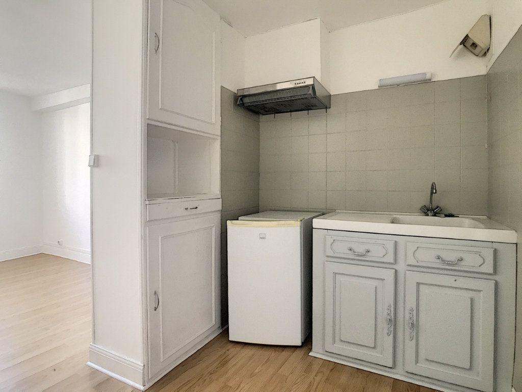 Appartement à louer 1 18.12m2 à Aurillac vignette-2