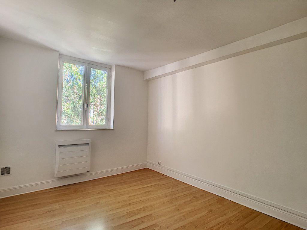 Appartement à louer 1 18.12m2 à Aurillac vignette-3