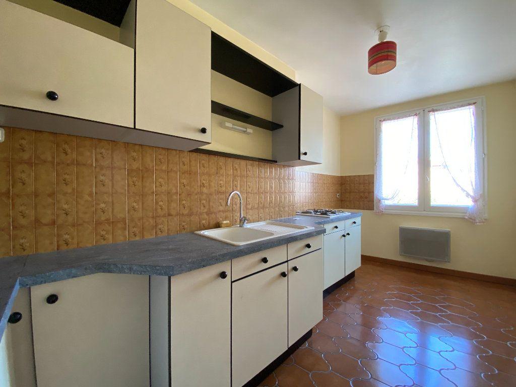 Appartement à louer 2 47m2 à Aurillac vignette-1