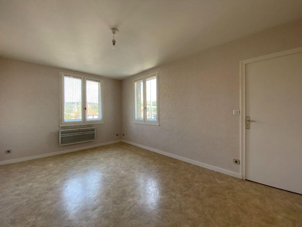 Appartement à louer 2 47m2 à Aurillac vignette-2