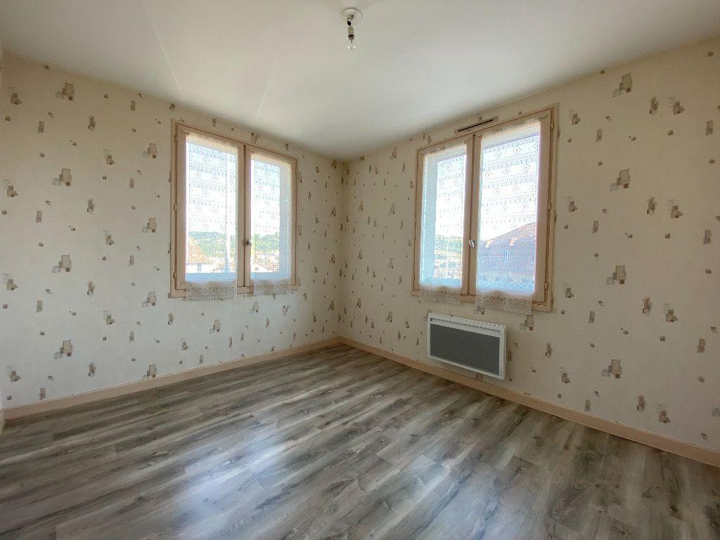 Appartement à louer 2 47m2 à Aurillac vignette-3