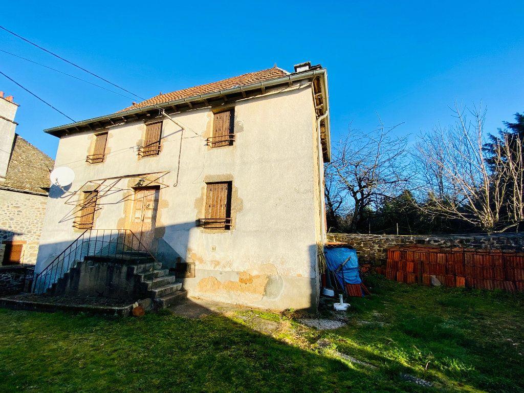 Maison à vendre 5 105m2 à Saint-Santin-Cantalès vignette-1