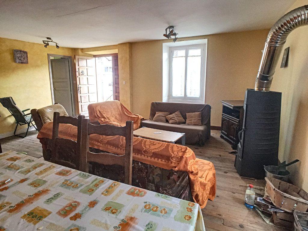 Maison à vendre 5 105m2 à Saint-Santin-Cantalès vignette-4