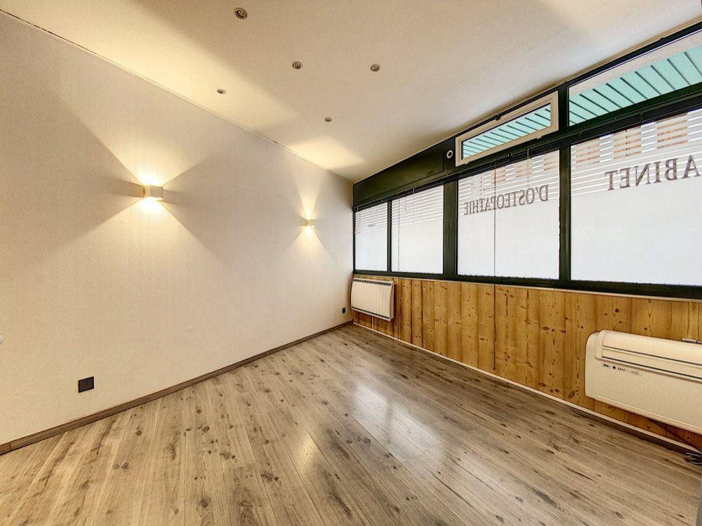 Appartement à vendre 2 25m2 à Aurillac vignette-3