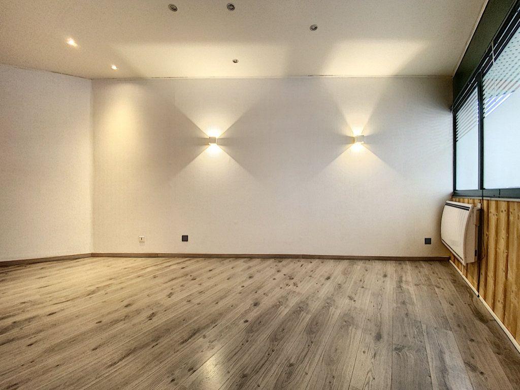 Appartement à vendre 2 25m2 à Aurillac vignette-4