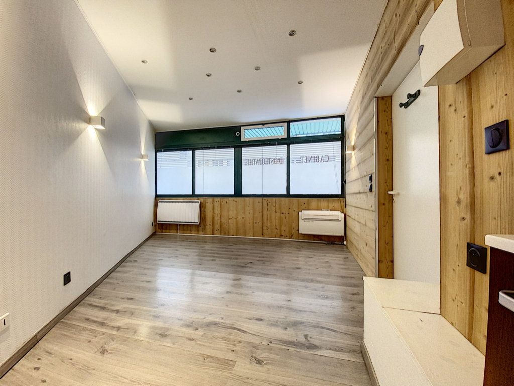 Appartement à vendre 2 25m2 à Aurillac vignette-5