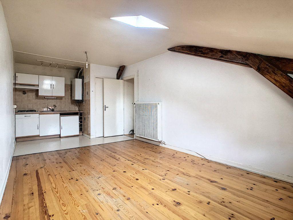 Appartement à louer 3 44.28m2 à Aurillac vignette-1