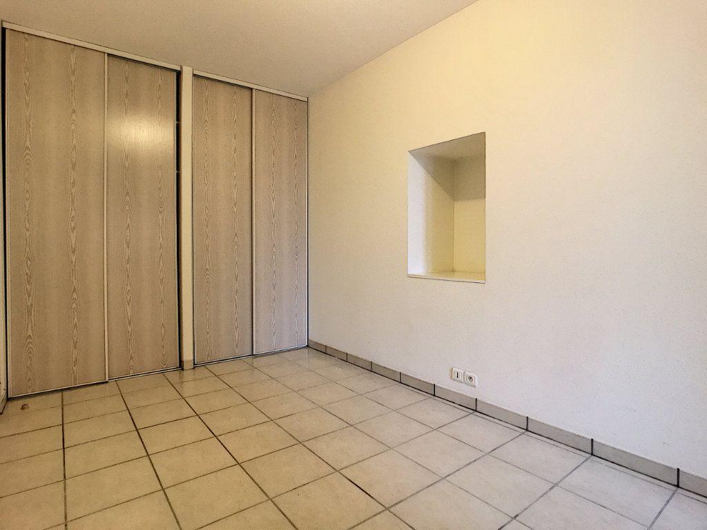 Appartement à louer 2 30.19m2 à Aurillac vignette-5